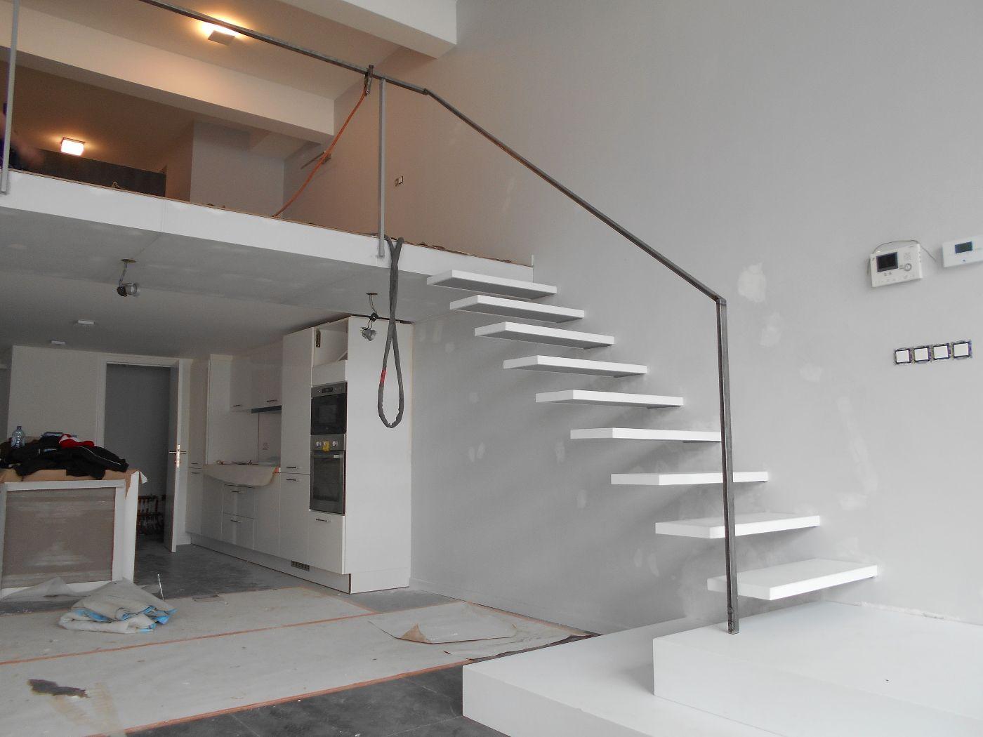 Escalier flottant blanc