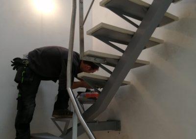 Installation escalier acier pierre